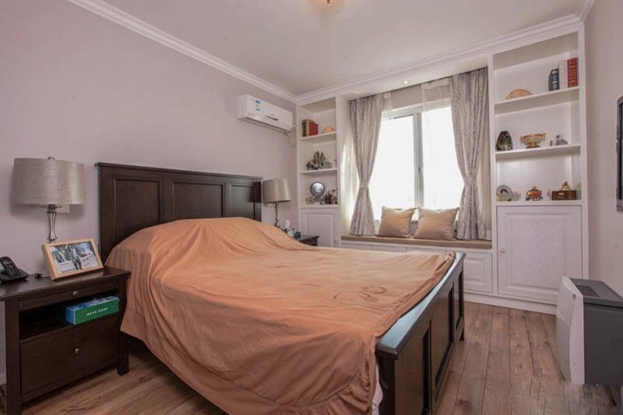 美式浅色世界130平米三居室客厅电视背景墙装修效果图