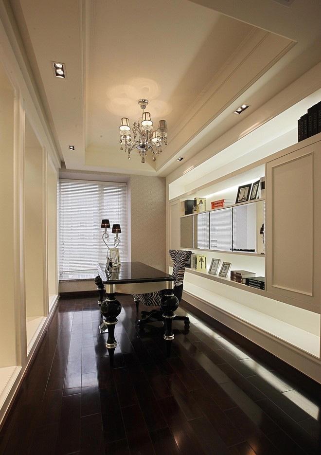 大气时尚欧式110平三居室客厅装修效果图